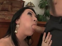Kinky dude likes to take this housewife's muff (Rayveness) from behind