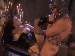 Dominatrix Jessica Bangkok takes care of her dirty bondage slave busy