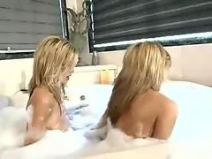 Potter TWINS share a cock in the bath!!!