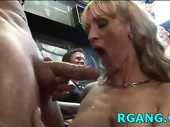 Men satisfy their hot GFs