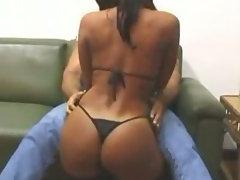 Laura mulata com cara de puta e muito gostosa