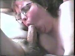 Mollige Mutti saugt Sperma raus