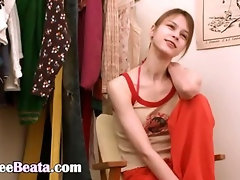 Beata teen fingering in dressing home