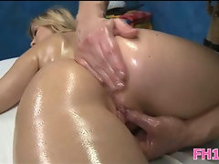 Babe gets pussy fucked