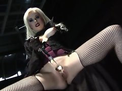 Syren Sexton warms up for her sex slave