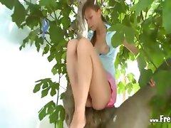 21yo girlfriend peening from the trees