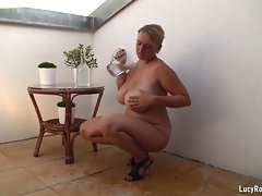 Buxom Mummy teasing