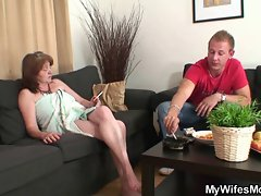 Horny guy bangs her GF&amp,#039,s mom