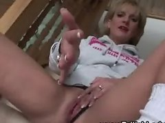 Mature masturbatrix brit Lady Sonia