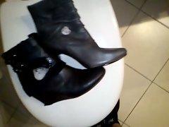Spit und Cum o boots