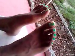 my ex pretty toes wiggle