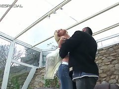 Notorious blonde hottie sizzling hot outdoor pussy bashing fun