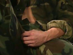 Hot military hunk jerking hiis dong