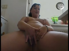 Amateur sex videos-horny milf fingering her own pussy