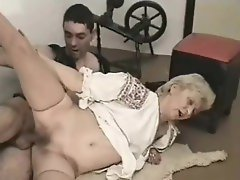 Super old slut takes dick in her wet pussy