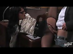 Secretary in torn nylons getting railed