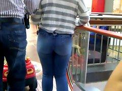 Culona en Jeans Jovencita