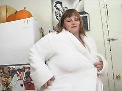 Milla Monroe big beautiful woman masturbating