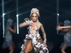 Jennifer Lopez de-robe dances