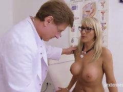 Patientin in Praxis gefickt