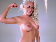 Lezzies Romp Fight Blonde Ass-smothering Eating Twat Loser