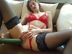 Wifey screws her cuant and asshole with two big cucumbers