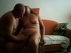 Amateur. Great orgasm of a cute mature slut !