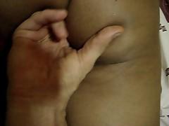 Empregada no motel levando dedada no cu