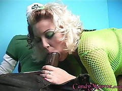 Candy Monroe spreads her lips round a thick black boner