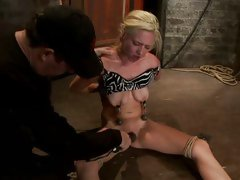 Sassy Rylie Richman has her dripping pantie pot toyed