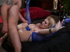 Sizzling Charlee Chase gets rutted up her snatch