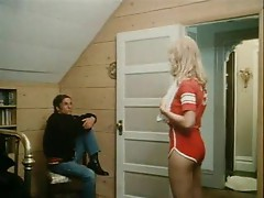 Blonde in retro hardcore scene
