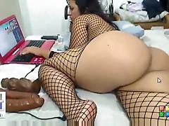 Really big ass on webcam