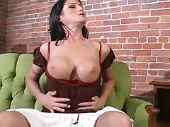 Solo chick with black hair fingering her cunt