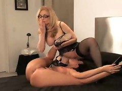 Nina Hartley strapon fucks a girl
