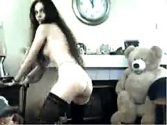 Webcam teen with nice bush showing it offf