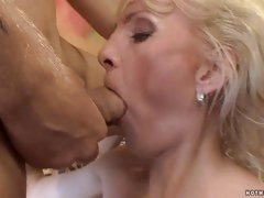 Horny experienced MILF licks her lips and blows a waiting stud