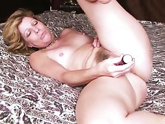 Hairy amateur milf gets naught with a vibrator