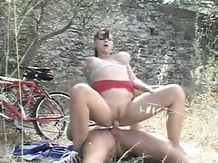 Horny sindy riding a stiff cock in outdoors