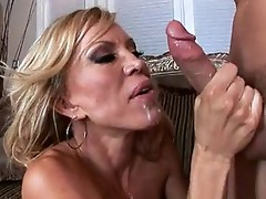 Ribald Amber Lynn cant live out of the spurt of cum on her Mouth after a real hot group-sex