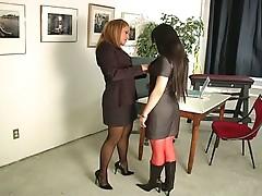 Bondage bitch gives interviews !