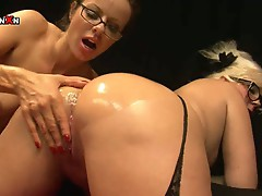 Paige turnah & anna joy - fisting queens