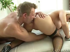 Hot blonde babe loves fucking sweet assholes