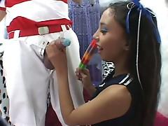 Sweet tooth brunette teen sucking huge cock like lollipop