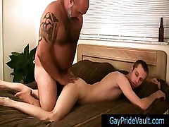 Gay dude getting his anus fingered by bear By Gaypridevault