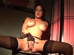 Kinky Jessia Jaymes fingers her dipping wet flange