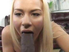 Spicy Melanie Jayne mouth fucks this manaconda