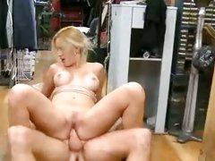 Nasty bitch Ann Poll wraps her lisp round a hard dick