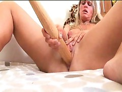 Pissed buxom chick fucks herself