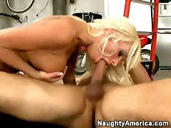 Lichelle Marie sucks & fucks